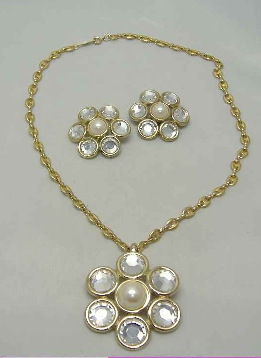 £42.00 - 80s Diamante & Pearl Flower Necklace Brooch & Earrings