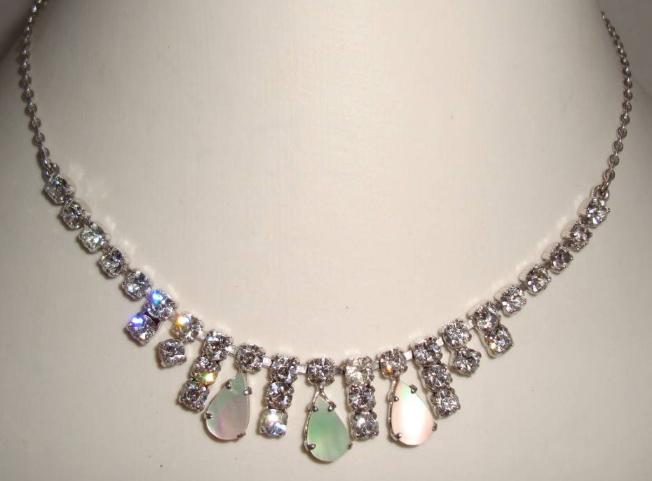 £19.20 - Vintage 50s Diamante & Mother of Pearl Drop Necklace