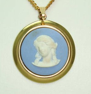 £60.00 - Wedgwood Blue Jasper  Cameo Gold Plated Pendant and Chain Original Box