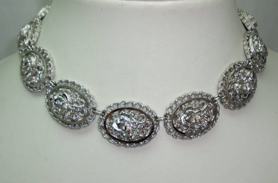 1960s Fab Silver Sparkle Textured Flower Link Necklace