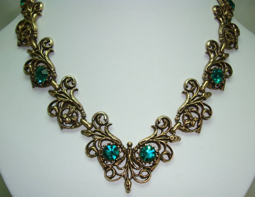 £68.00 - 1950s Signed Jewelcraft Ornate Sparkling Green Diamante Gold Necklace