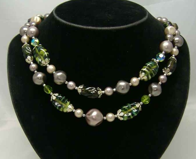 £26.40 - 1950s 2 Row Faux Pearl & Green Art Glass Bead Necklace