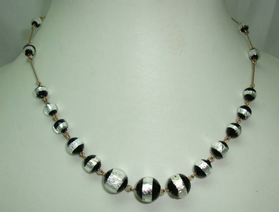Art Deco Rolled Gold Link Black & Silver Foil Glass Bead Necklace