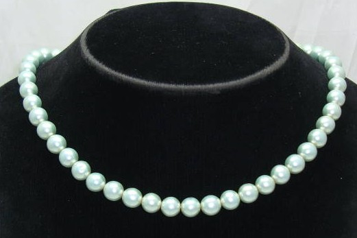 £9.60 - Vintage 50s Mint Green Glass Faux Pearl Bead Necklace