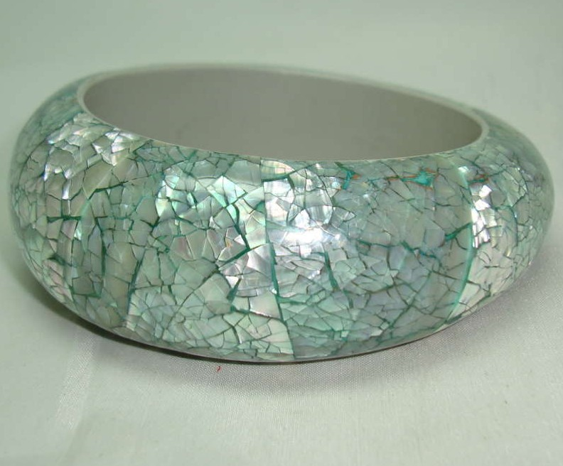 £14.40 - Vintage 50s Style Wide Chunky Mint Green MOP Bangle