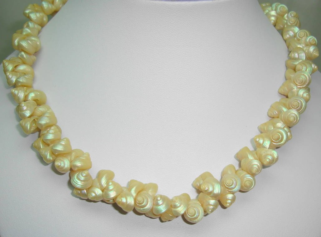 £17.60 - Vintage 50s Beautiful Tiny Real Shell Cluster Bead Necklace