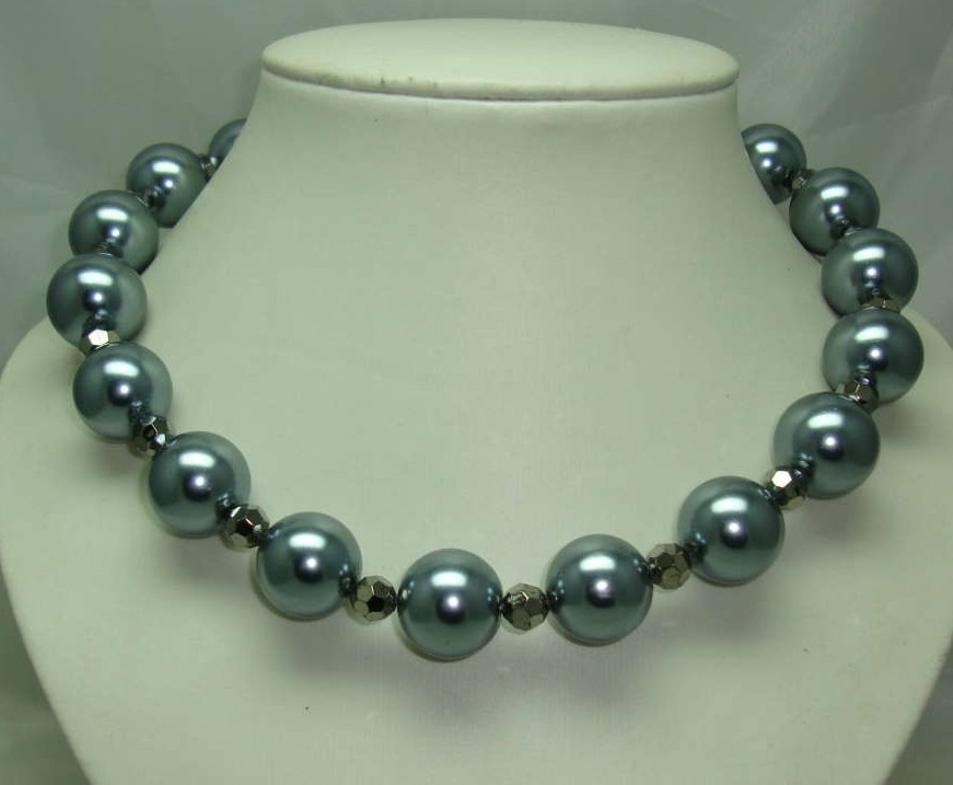 1950s Style Chunky Grey Glass Faux Pearl Bead Necklace