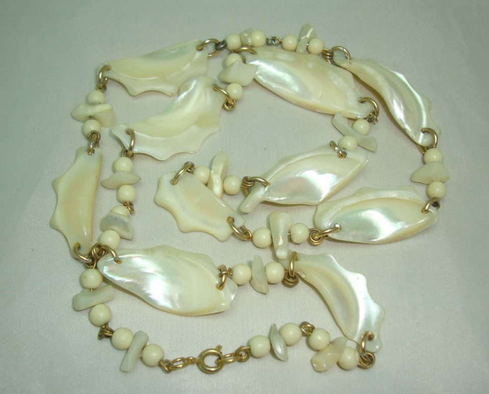 £28.00 - Vintage 50s Fab Chunky Mother of Pearl Irregular Shape Link Necklace