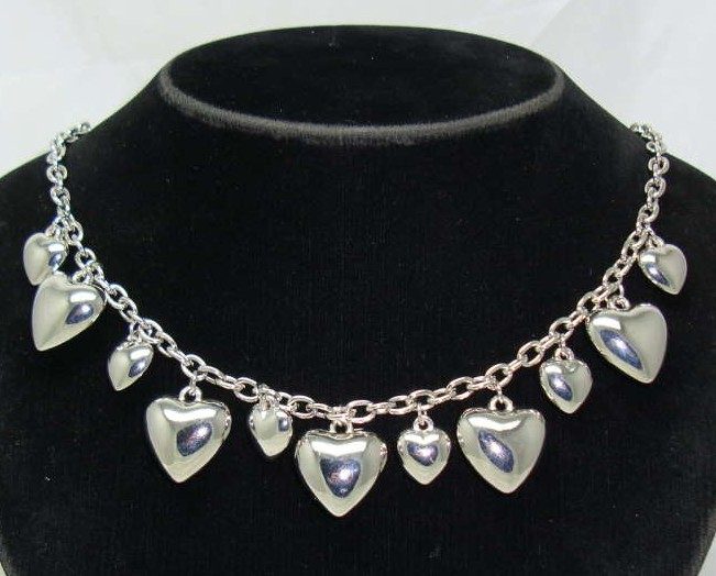 £28.00 - Vintage 50s Style Silver Heart Shaped Dangle Charm Necklace
