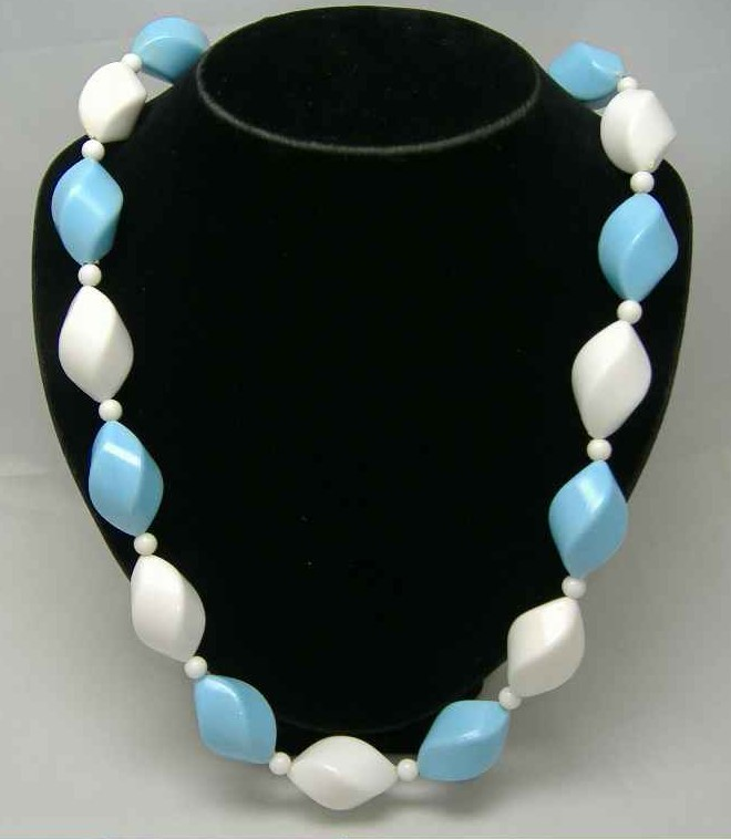£14.40 - Vintage 50s Blue & White Chunky Twist Bead Necklace WOW