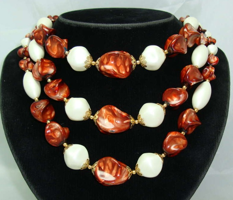 1950s Chunky 3 Row Marble Brown & Pearl Bead Necklace