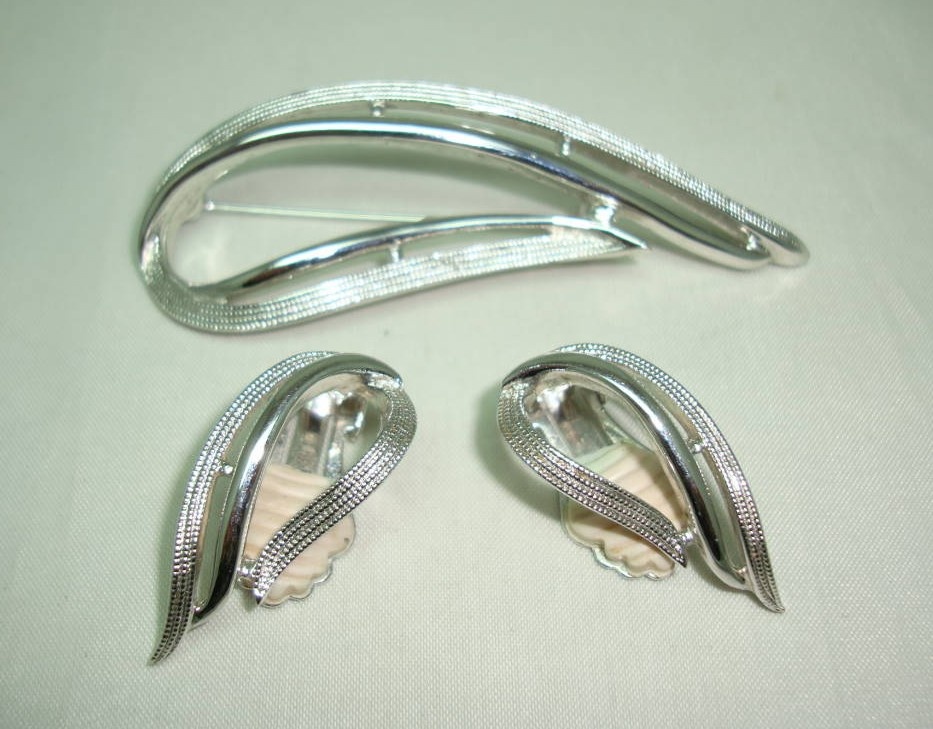 £32.00 - 60s Signed Sarah Cov Silver Openwork Swirl Design Brooch and Earrings