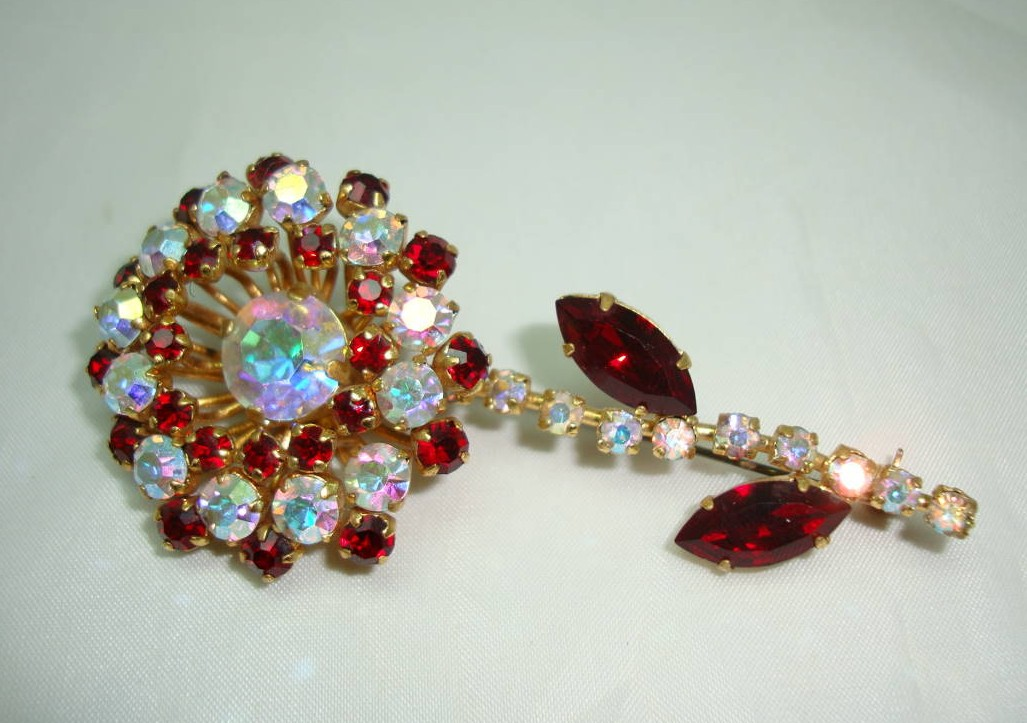 £25.60 - Vintage 50s Stunning Quality Red & AB Diamante Flower Brooch