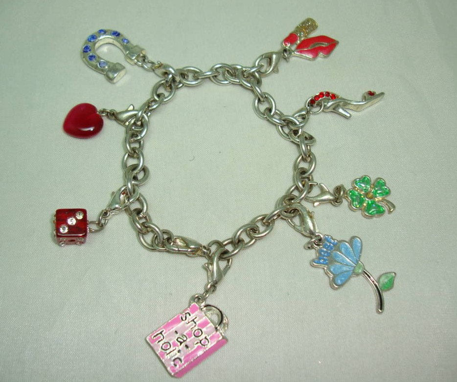 £16.00 - Fabulous Enamel and Diamante Silvertone Charm Bracelet 8 Super Charms