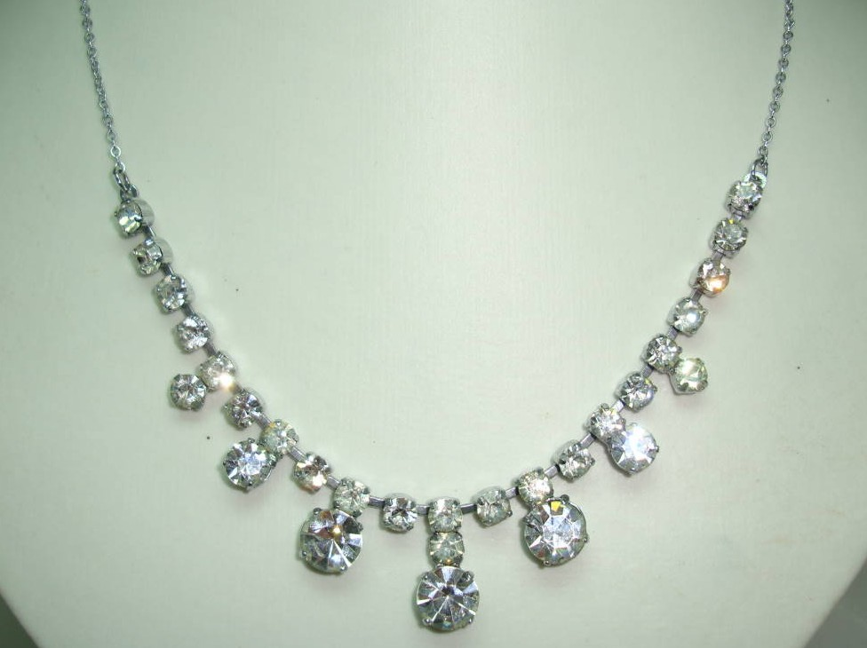 Vintage 30s Pretty Large Drop Paste Diamante Necklace on Silver Chain