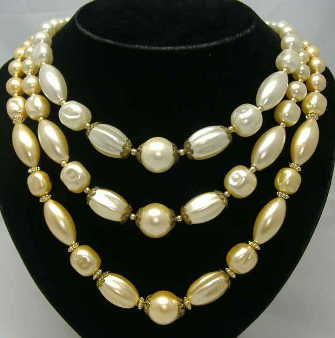 £19.20 - Vintage 1950s 3 Row Yellow Faux Pearl Bead Necklace WOW
