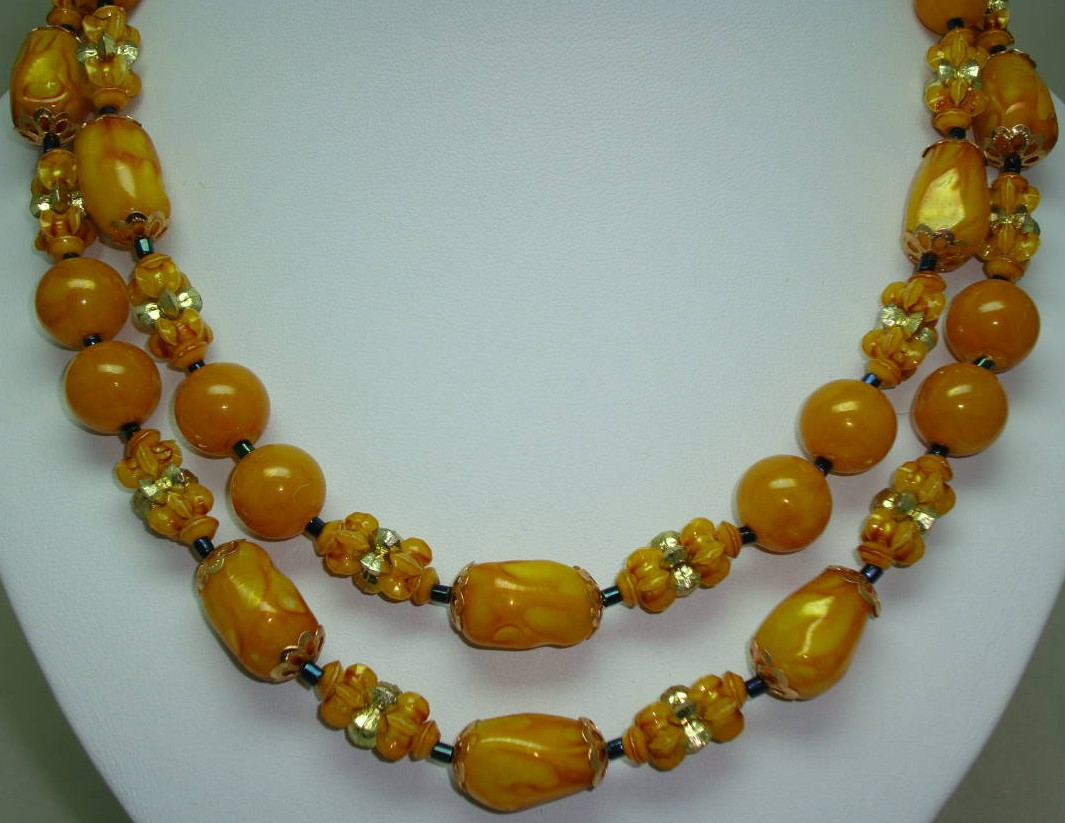 £16.00 - Vintage 50s Stunning 2 Row Amber & Gold Lucite Lustre Bead Necklace