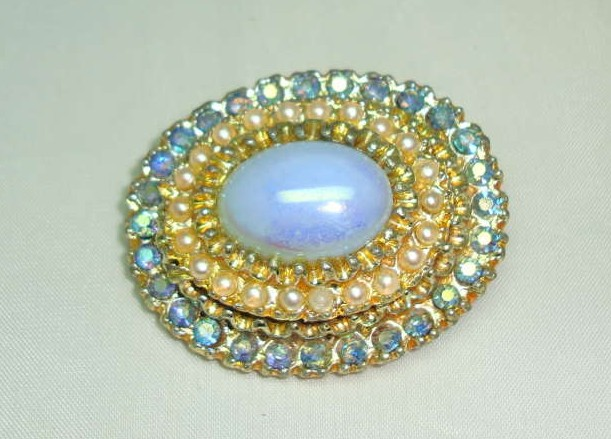 £14.40 - Vintage 50s Blue Glass & AB Diamante Pearl Oval Brooch