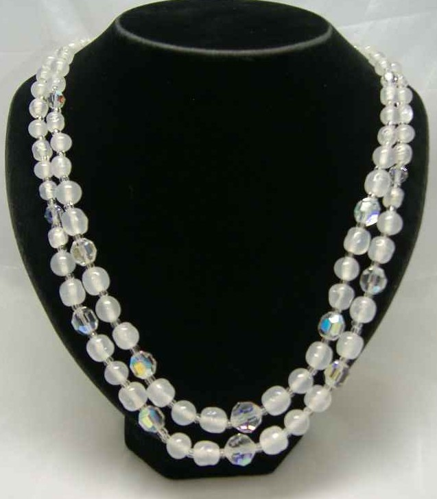 £27.60 - Vintage 50s 2 Row Crystal & Opaque Glass Bead Necklace