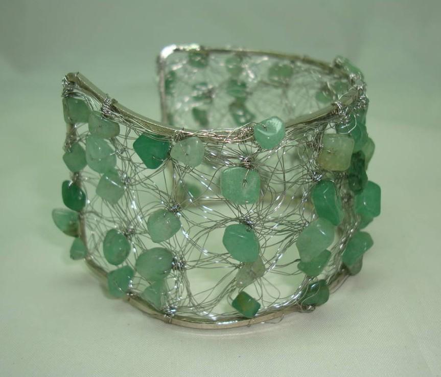 £19.20 - Unique Wide Knitted Wire Green Jade Bead Silvertone Cuff Bracelet