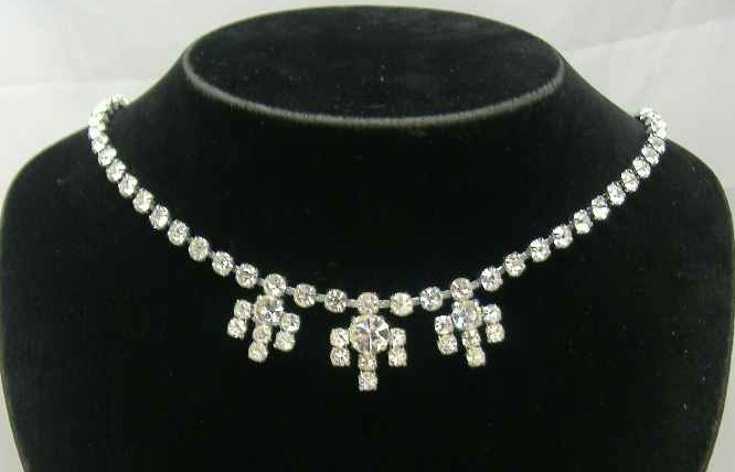 £24.00 - Vintage 50s Sparkling Diamante Flower Drop Necklace