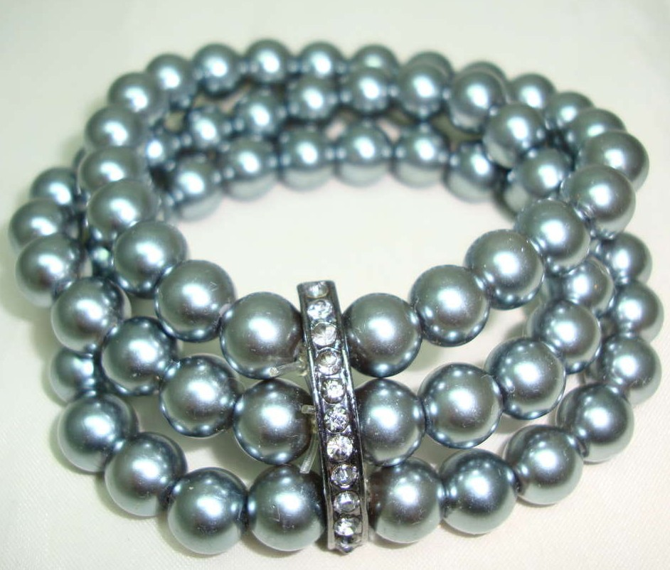 £15.60 - Vintage 50s Style 3 Row Grey Faux Pearl Bead Bracelet