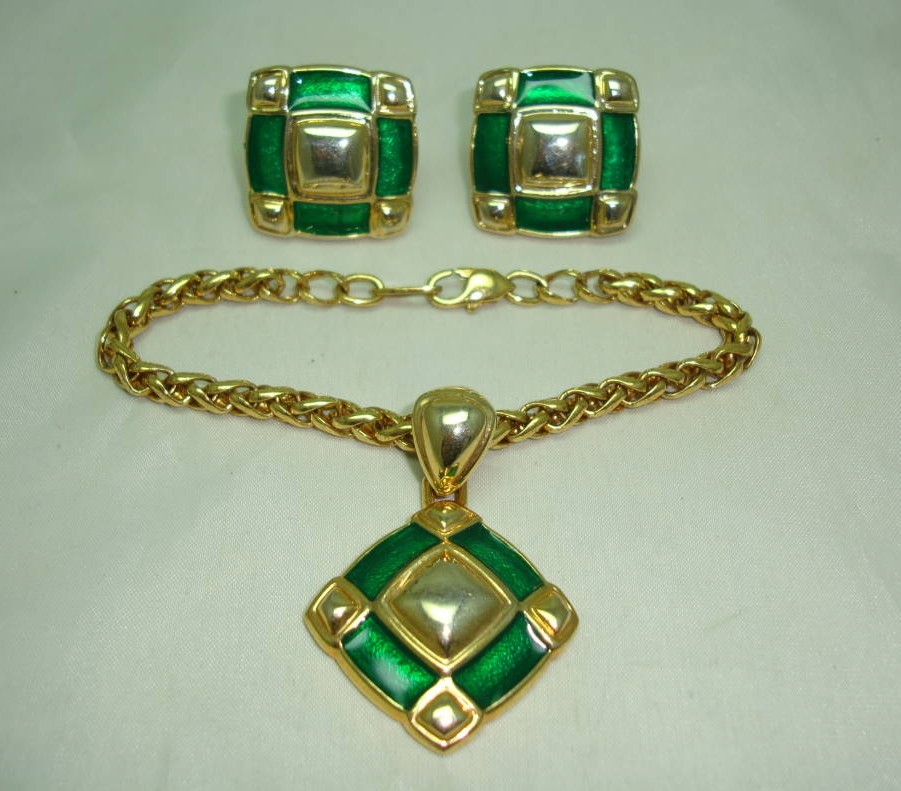 £27.00 - Vintage 1980s Fab Green Enamel and Gold Earrings and Bracelet Set