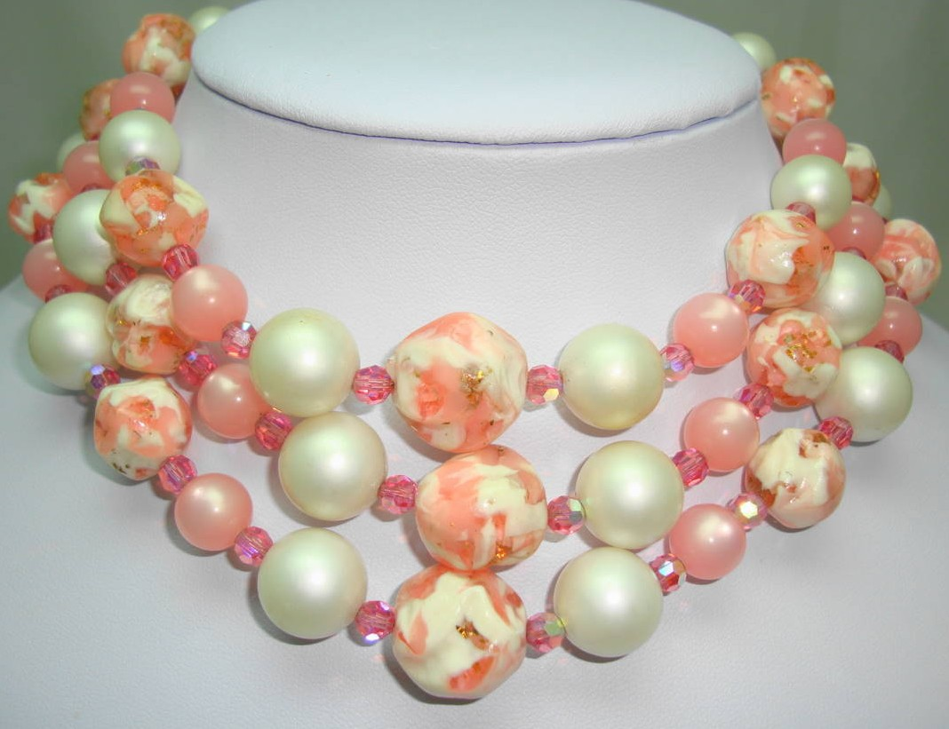 £32.00 - 1950s Fab 3 Row Pink and White Lucite Crystal and Pearl Bead Necklace