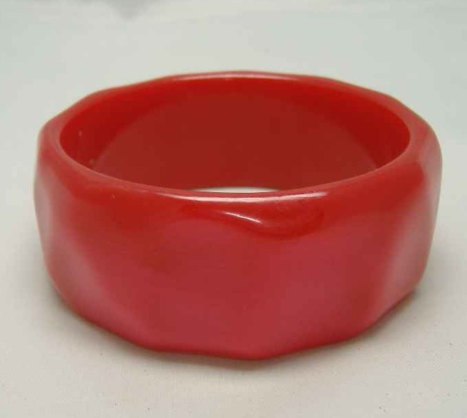 £13.20 - Vintage 70s Wide Red Moonglow Honeycomb Lucite Bangle