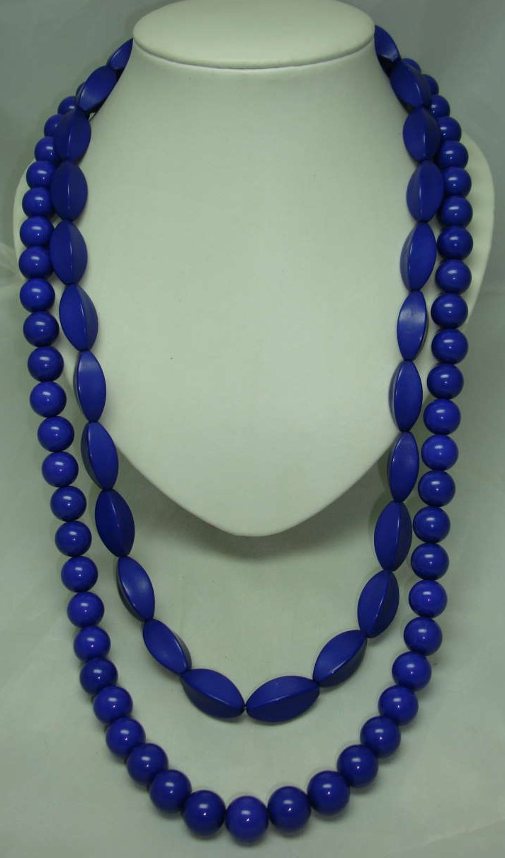£15.60 - Chunky 1950s Style 2 Row Purple Lucite Bead Necklace