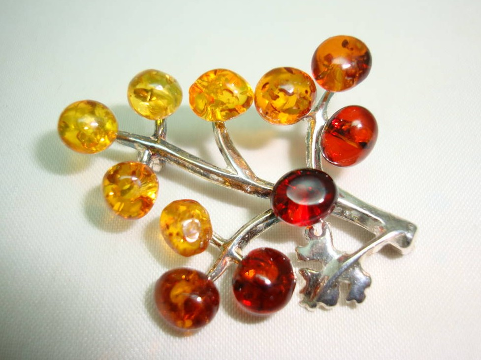 Beautiful Sterling Silver Two Tone Amber Bunch of Grapes Brooch