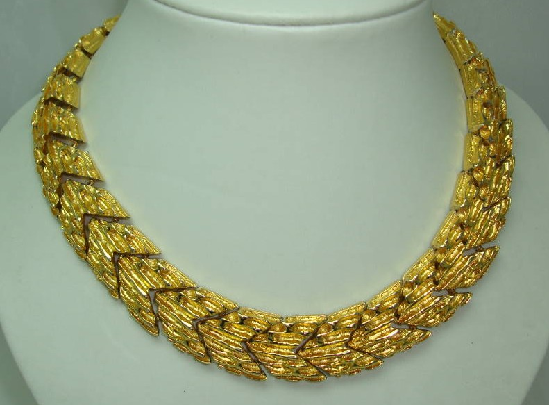 1960s Wide Textured Link Modernist Gold Collar Necklace