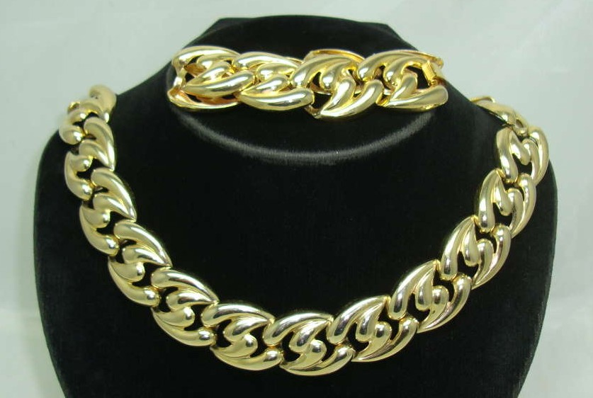 £36.00 - Vintage 80s Chunky Gold Link Necklace & Bracelet Set