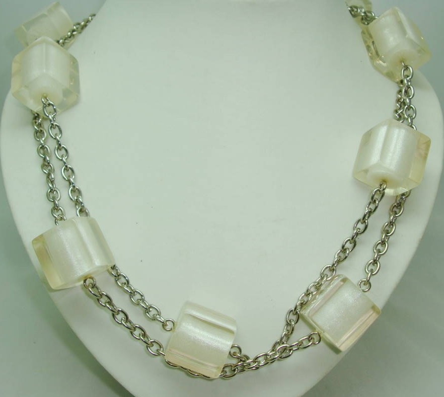 Vintage 70s Chunky Clear White Lucite Cube Bead Silvertone Necklace