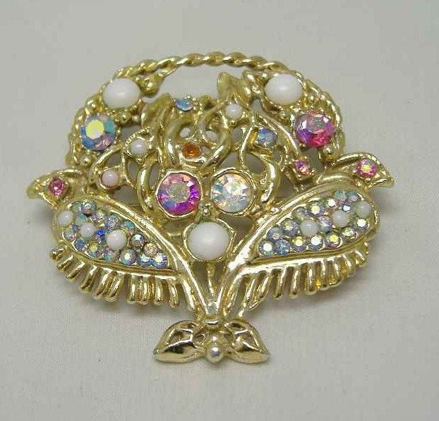 £18.00 - 1950s Large AB Diamante Flower Basket Gold Brooch WOW