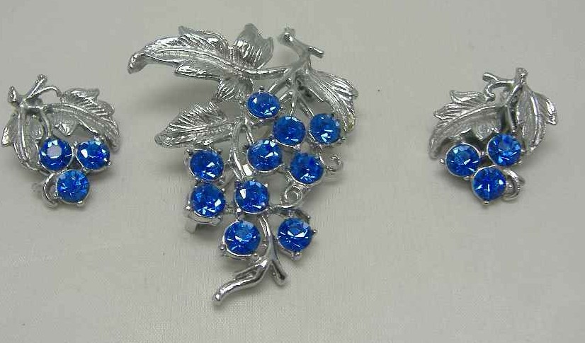 £20.00 - 1950s Blue Diamante Floral Silver Brooch & Earrings Set