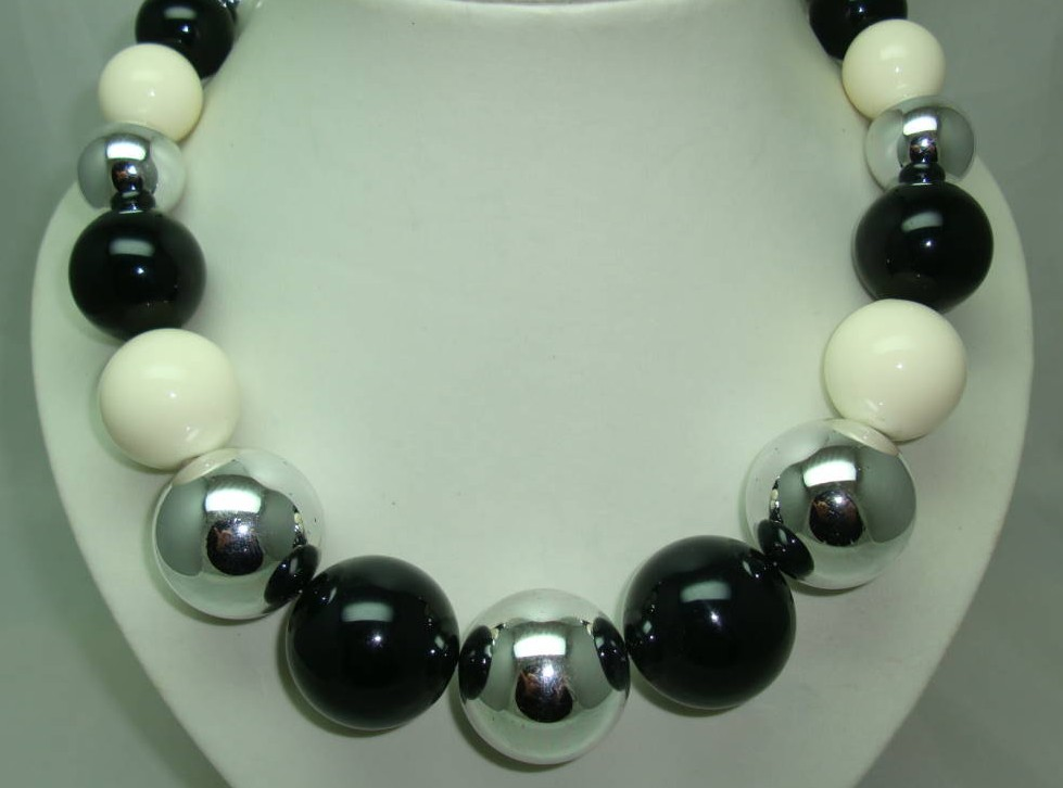1970s Style Chunky Black Silver Cream Bead Necklace WOW