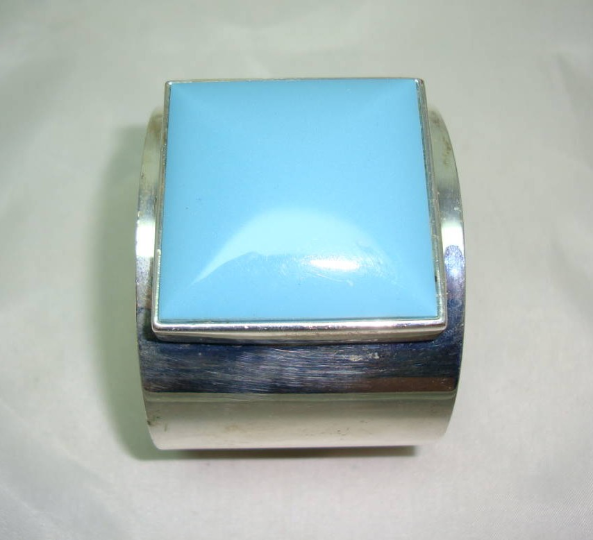 Contemporary Wide Turquoise Lucite Set Silvertone Cuff Bangle Stunning