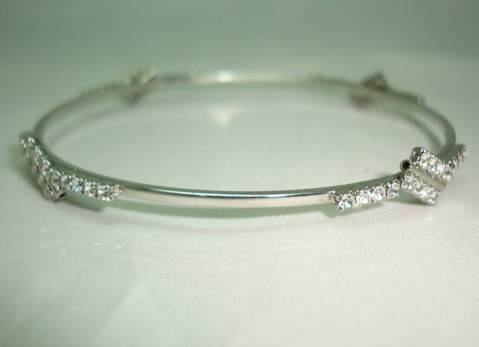 £17.60 - Vintage 80s Quality Sparkling Diamante Silvertone Bangle