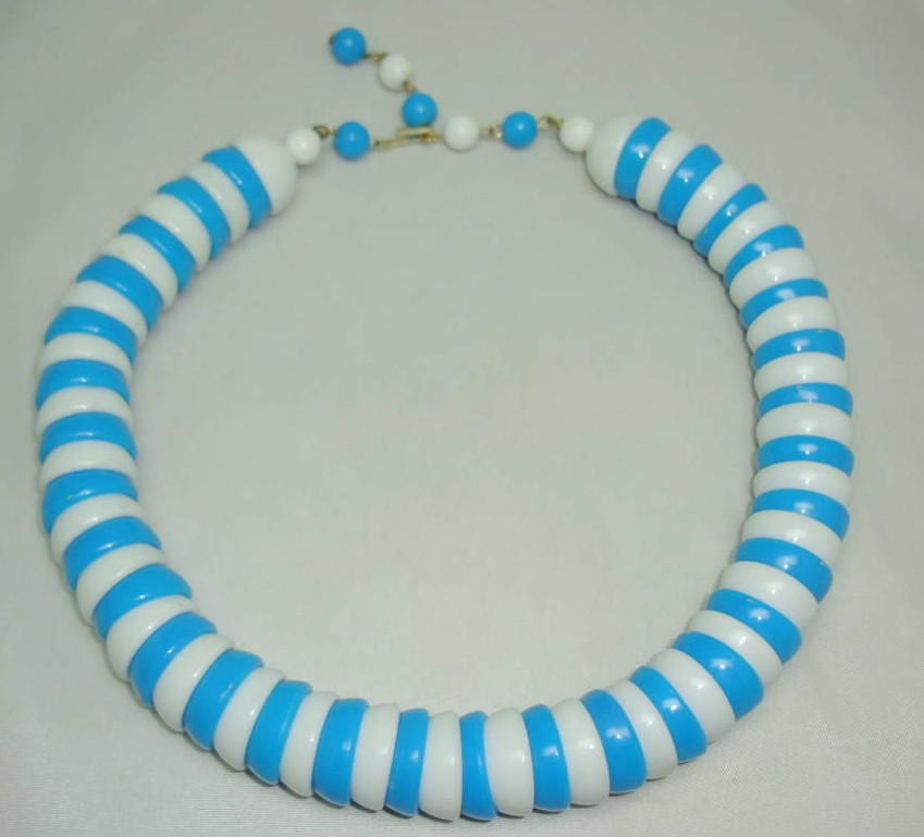 Vintage 60s Chunky Turquoise Blue + White Lucite Bead Collar Necklace