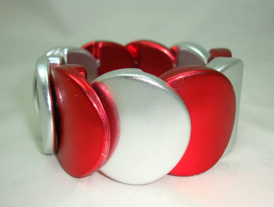 £14.40 - Eye Catching Wide Metallic Red and Silver Circle Stretch Bracelet Fab!
