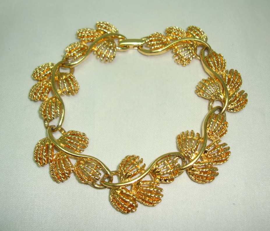 Vintage 80s Signed Napier Fancy Floral Link Design Goldplated Bracelet