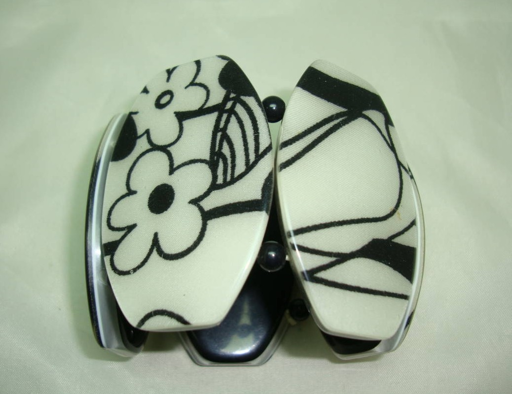 £18.40 - Wide Black and White Abstract Floral Design Acrylic Cuff Bracelet Fab!