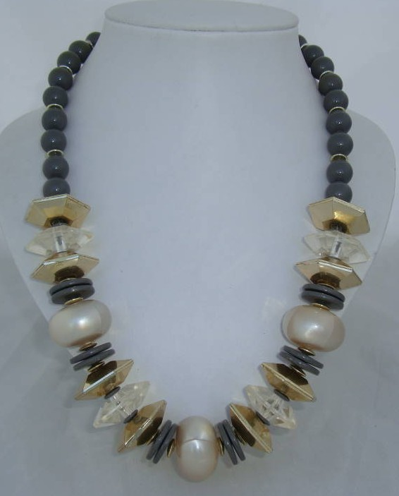 £14.40 - Vintage 70s Chunky Grey Gold & Faux Pearl Bead Necklace