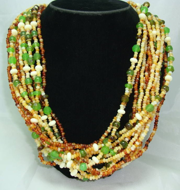 £18.00 - 1950s Style 14 Row Amber Green Cream Bead Necklace WOW