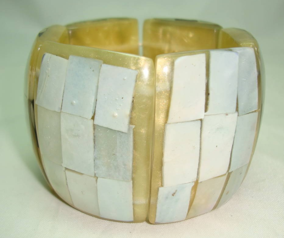 £36.00 - Vintage 50s Fab Wide Chunky Lucite Mother of Pearl Panel Bracelet