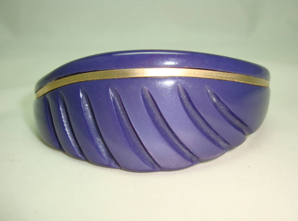 Vintage 50s Curvy Purple Moonglow Lucite Carved Gold Bangle Super!