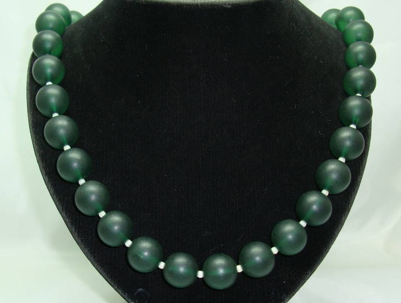 £12.00 - Vintage 50s Chunky Green Lucite Moonglow Bead Necklace