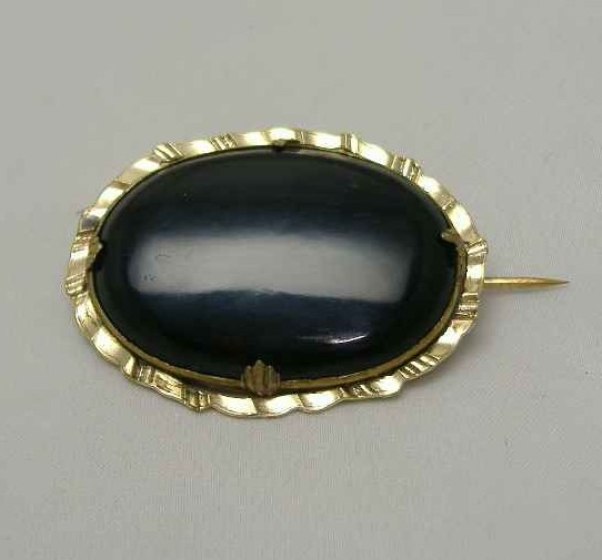 Victorian Lovely Pinchbeck Gold Black Agate Oval Brooch