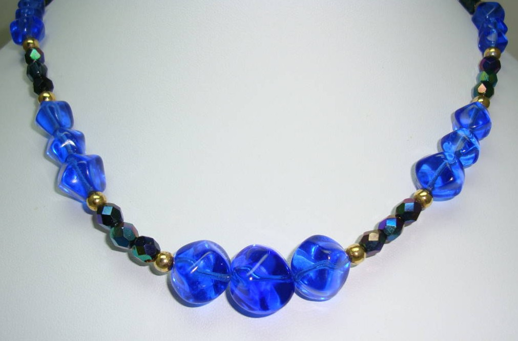 £16.00 - Vintage 50s Blue Glass and AB Peacock Sparkle Glass Bead Necklace